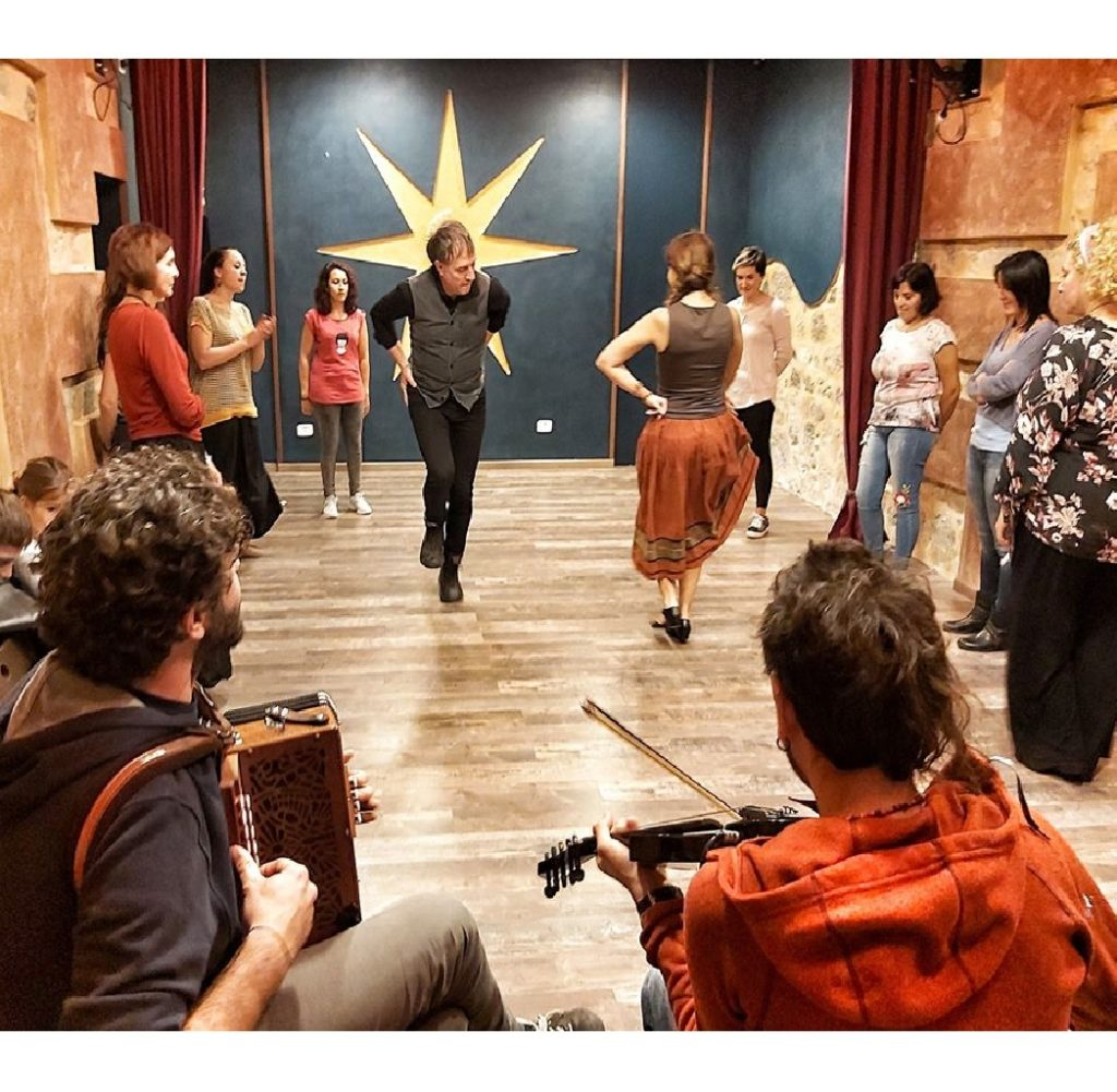 Viva Chi Balla - laboratorio di danze tradizionali al CuntaTerra a Chieti foto
