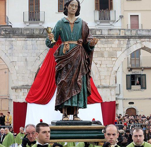 Madonna che scappa in piazza a Sulmona