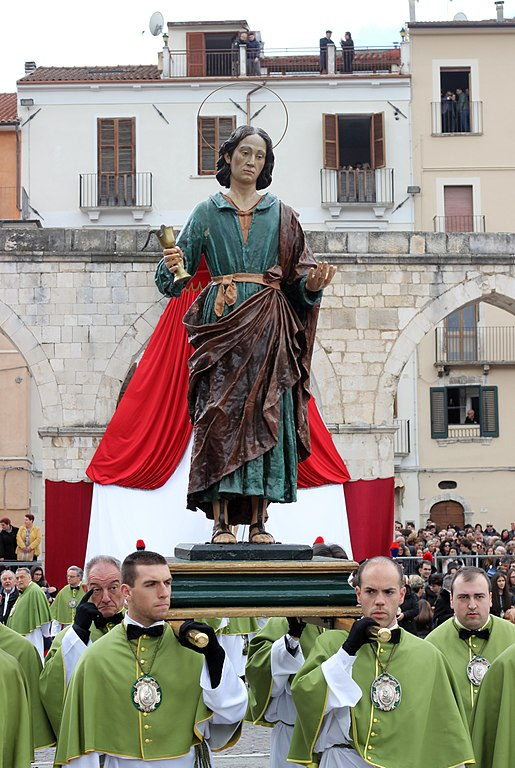 Madonna scappa in piazza a Sulmona