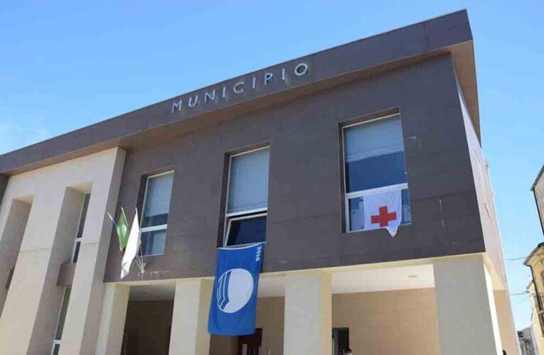 San Salvo bandiera della Croce Rossa al municipio