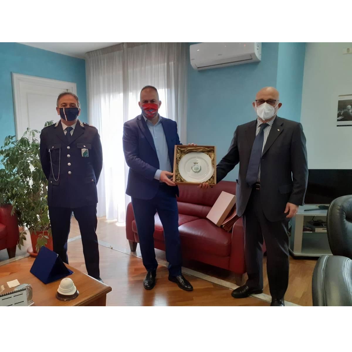 De Martinis e Casale fanno visita al Questore di Pescara foto