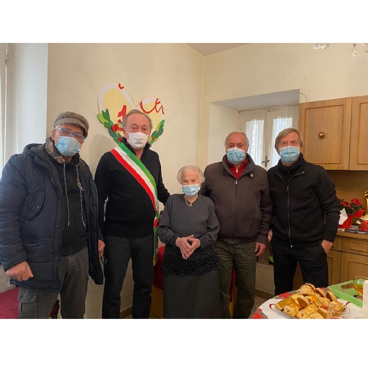 Manoppello festeggia 100 anni di Concetta Napoleone foto