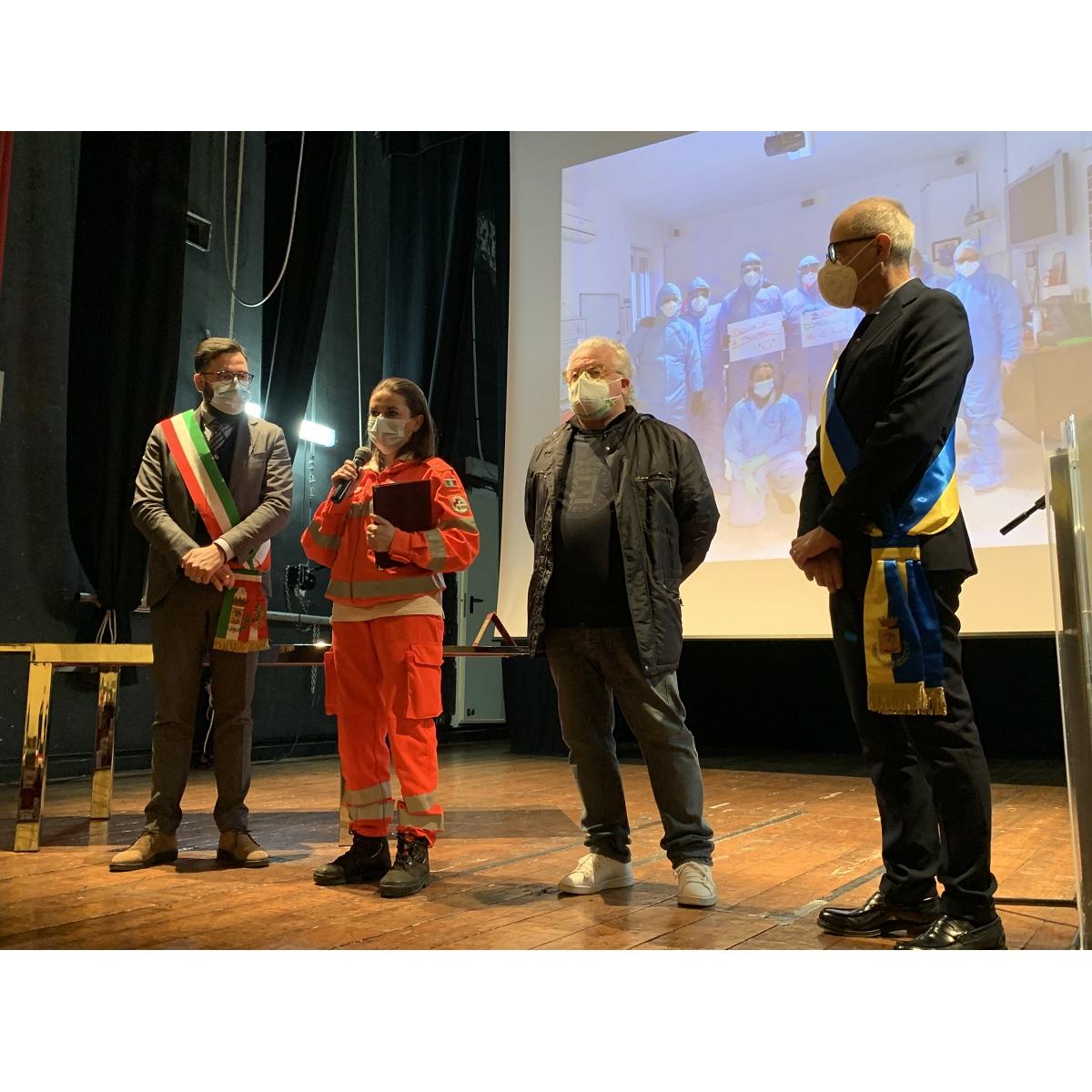 Città Sant'Angelo premiati operatori sanitari e volontari foto