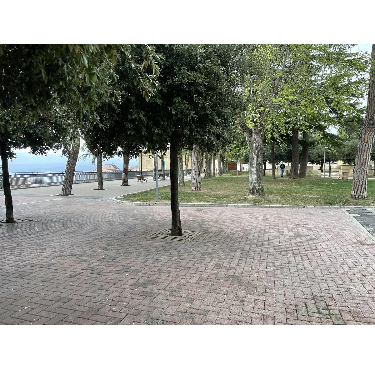 Città Sant'Angelo nuovo chiosco nel giardino foto