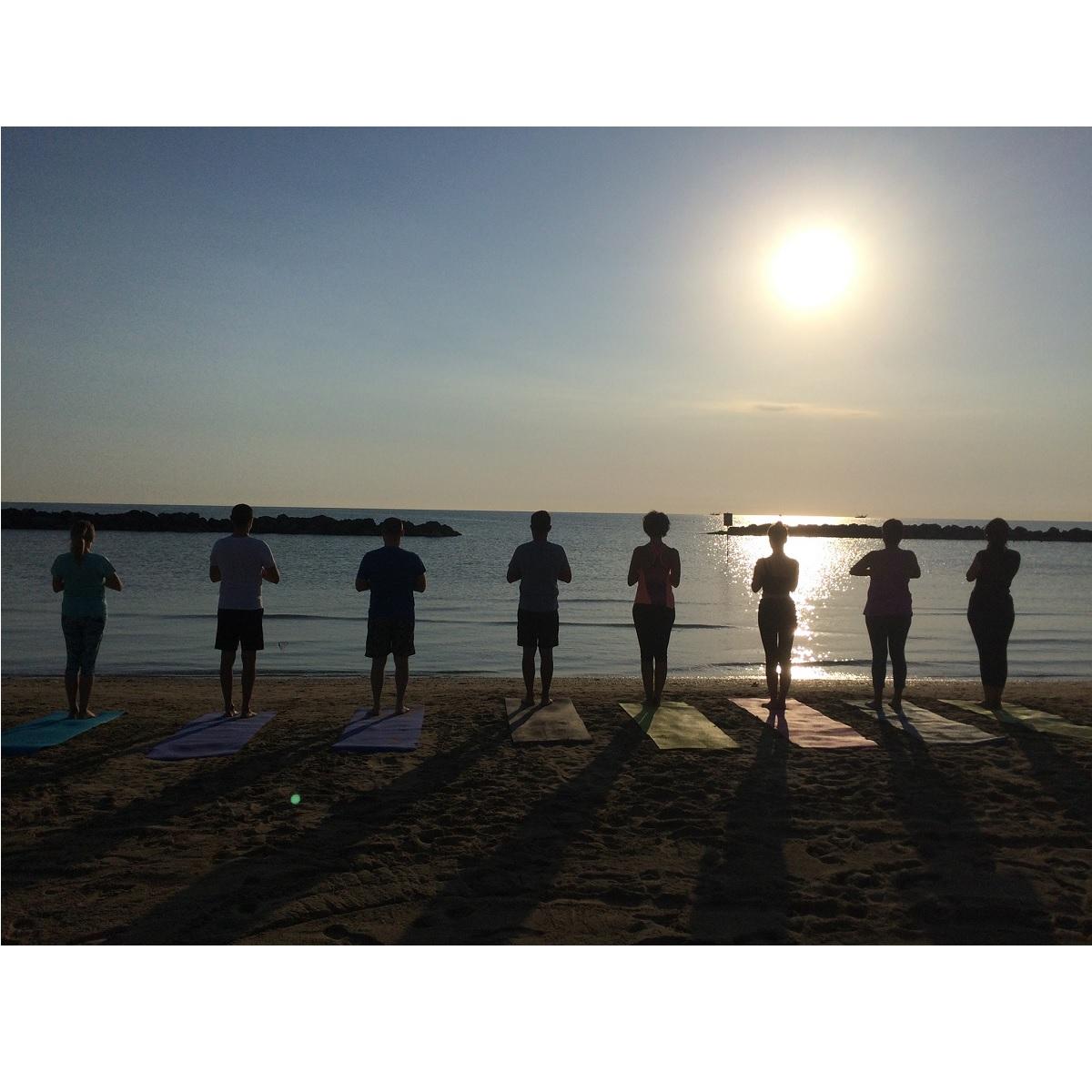 Yoga al solstizio d'estate a Pescara lunedì 21 giugno 2021 foto